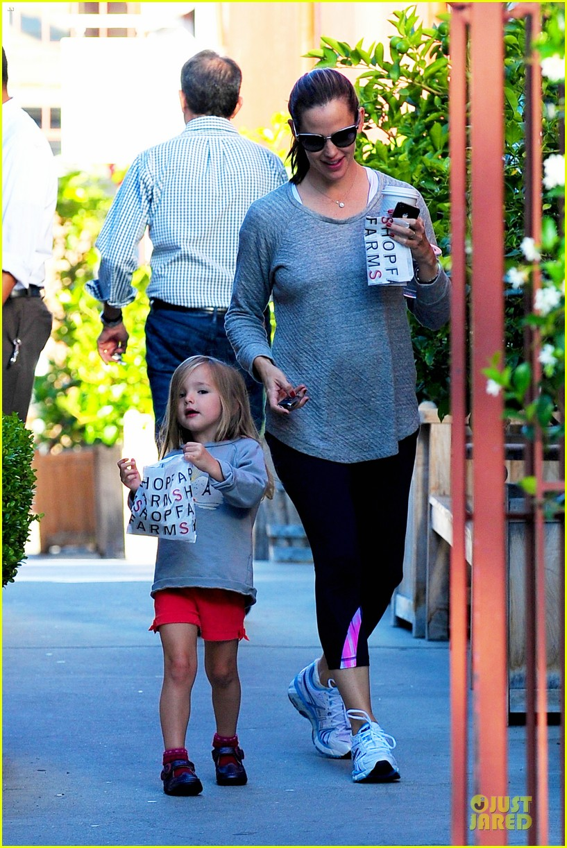 jennifer garner karate class with violet 01
